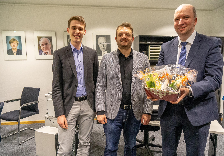 v.l.n.r. Freuen sich auf die künftige Zusammenarbeit, Fraktionsgeschäftsführer Justus Müller, Fraktionsvorsitzender Michael Schönbeck und der ehemalige Fraktionsgeschäftsführer Jörg Haferkorn.