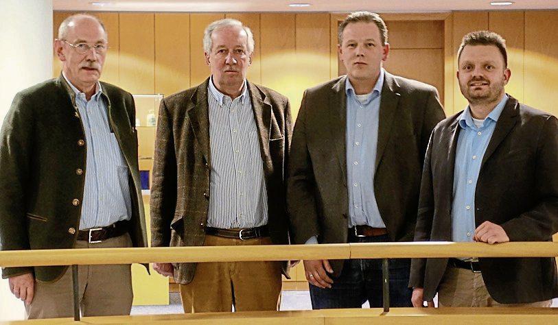Mitglieder der Kreisjägerschaft und der CDU-Kreistagsfraktion suchten den Dialog: (von links) Fritz Wiegand, Kreisjagdberater Jochen Meyer zu Bexten, Matthias Ebmeyer und CDU-Kreistagsfraktionsvorsitzender Michael Schönbeck.