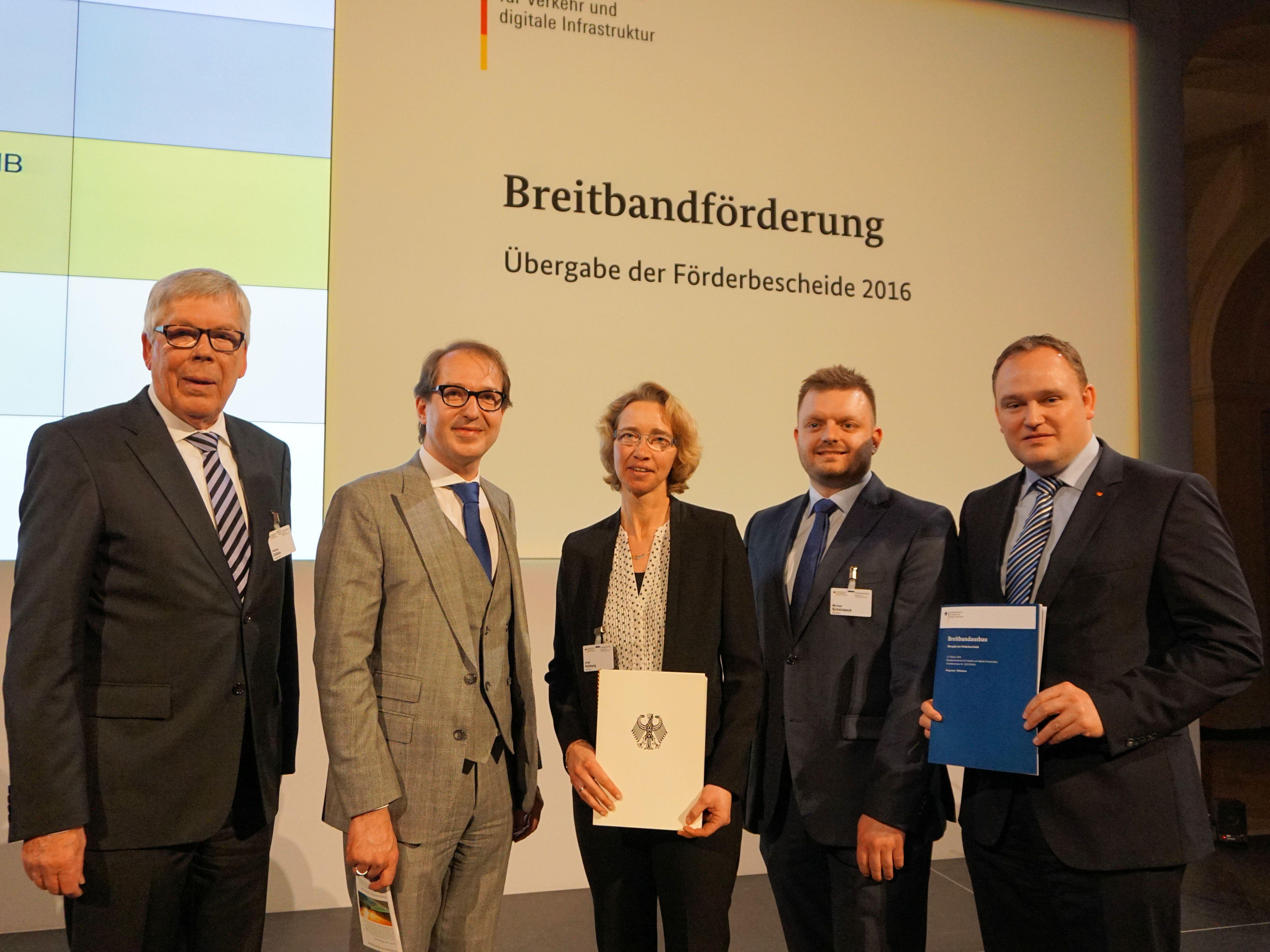 (von links): stellvertretender Landrat Hartmut Golücke, Bundesverkehrsminister Alexander Dobrindt, Birgit Rehberg (Wirtschaftsförderung der Kreisverwaltung), CDU-Kreistagsfraktionsvorsitzender Michael Schönbeck, CDU-Bundestagsabgeordneter Dr. Tim Osterman