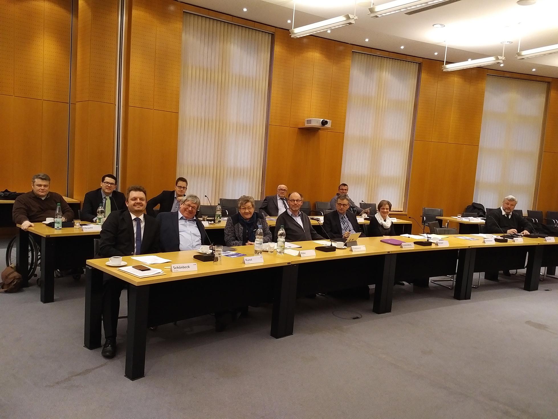 Die CDU-Kreistagsfraktion im großen Sitzungssaal des Kreishauses