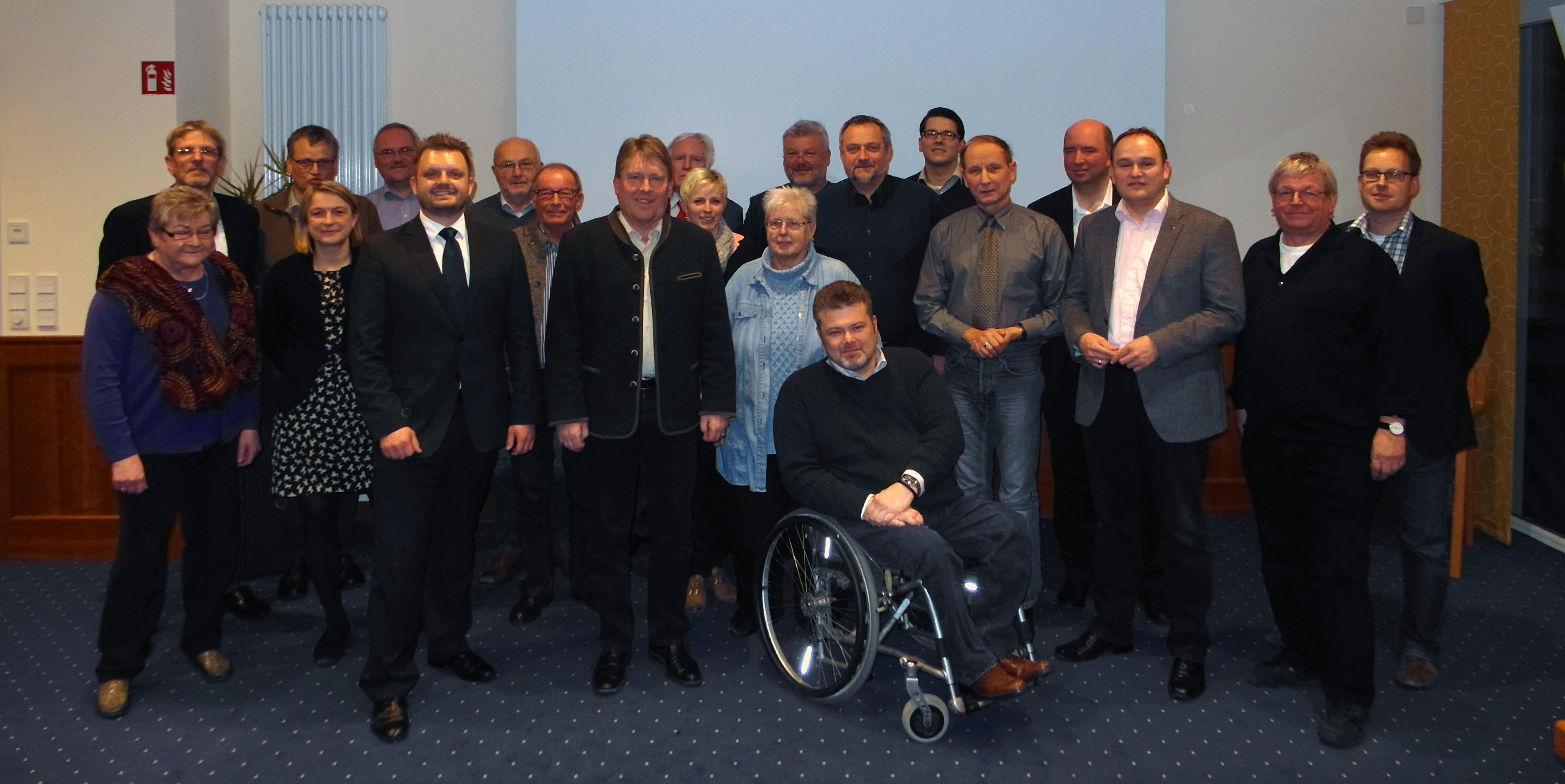 Die Mitglieder der CDU-Kreistagsfraktion haben gemeinsam mit dem Landratskandidaten der CDU, Bernd Stute (1. Reihe, zweiter von links) den Kreishaushalt beraten.