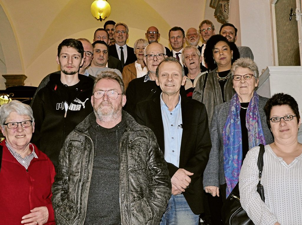 Von den eingeladenen 297 Neubürgern waren etwa 20 zum Empfang in den historischen Kreistagssitzungssaal gekommen. Viele Menschen, die aus Großbritannien kommen, beantragten aufgrund der politischen Lage die deutsche Staatsbürgerschaft. Fotos: Huss